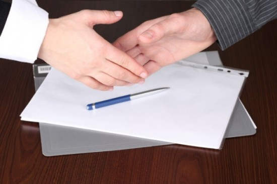 negotiation cooperation hand shaking works 32641183 550x366 Mediation Options in the Midst of Litigation